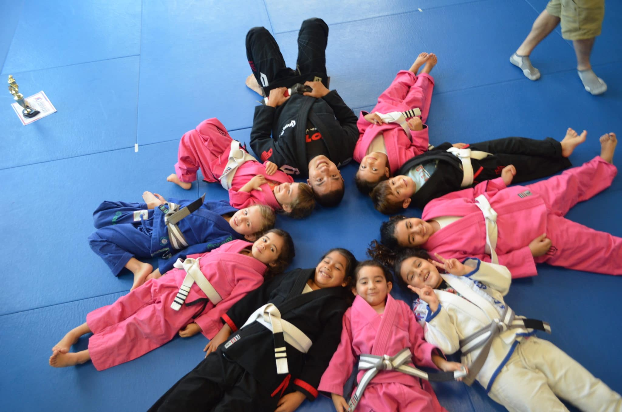 Funny picture of Fabricio Medici in a circle of students at Lifestyle MMA